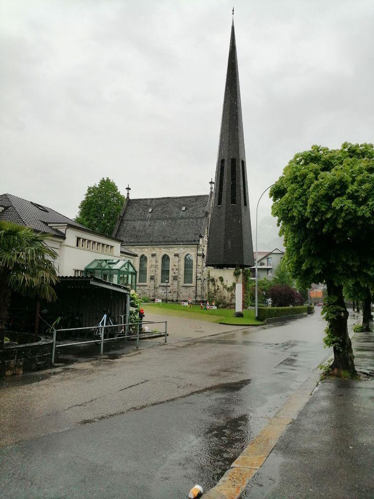 Église de Brunnen, clocher bizarre