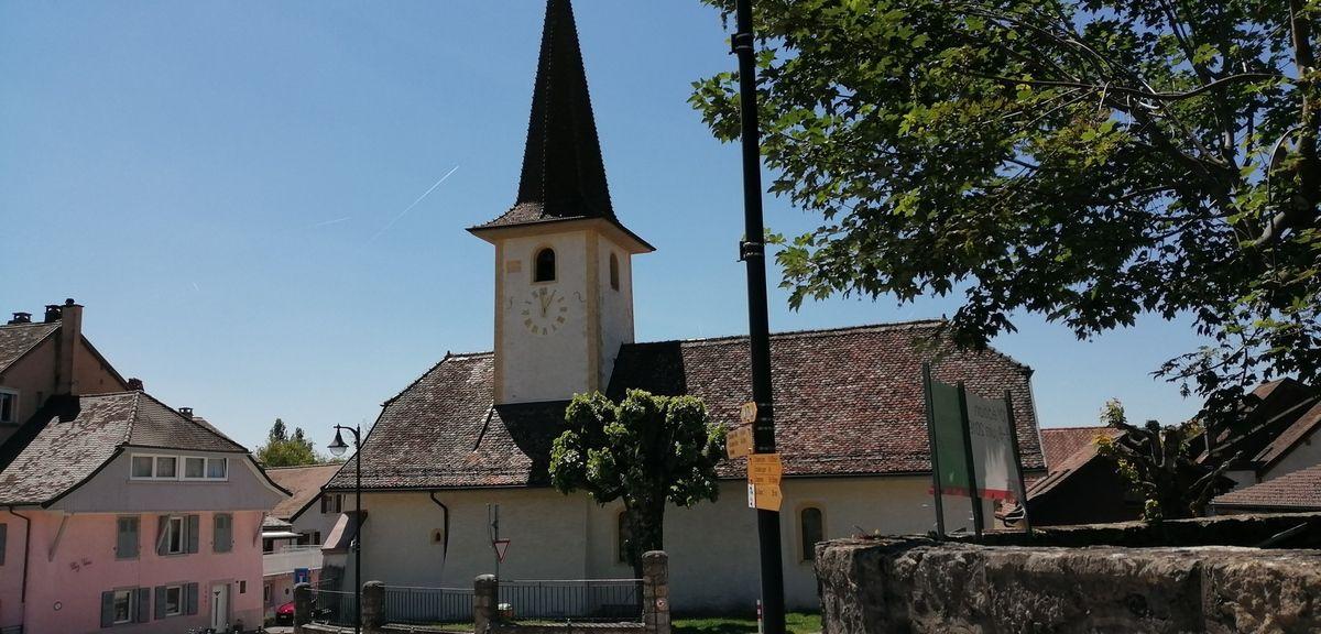 Chemin et le château de La Sarraz