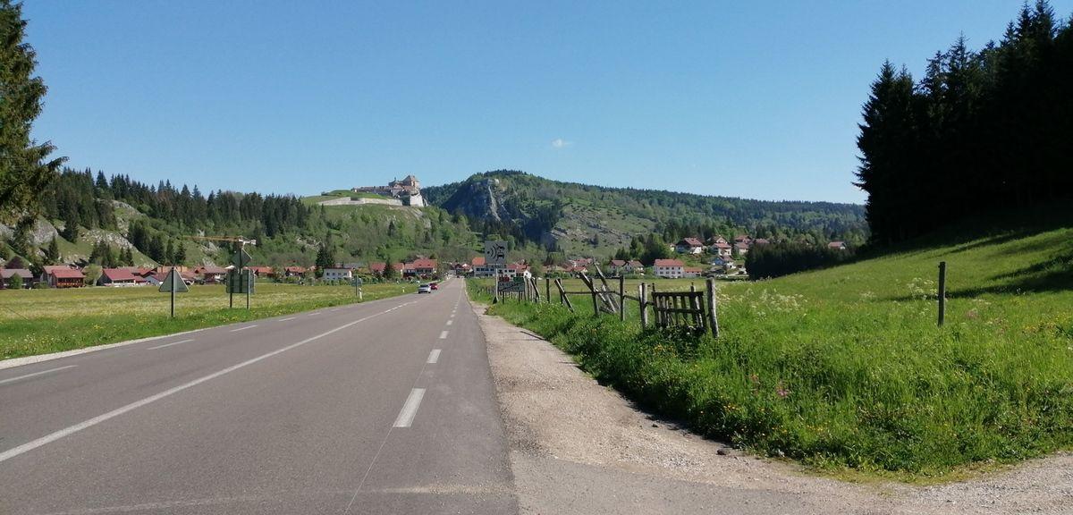 Mijoux château et chapelle