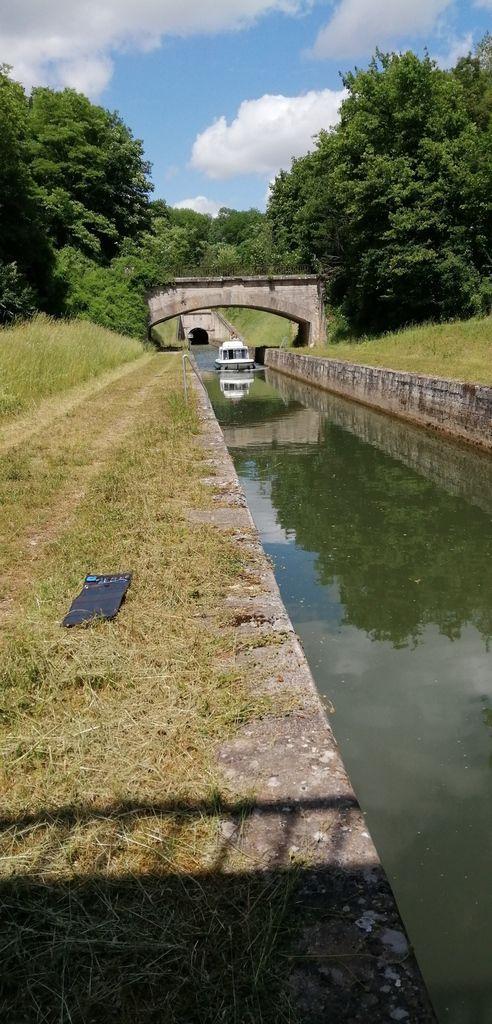 Le canal de la Saône, là où je campe