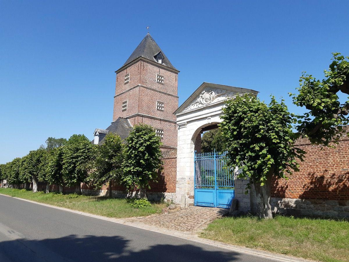 Pigeonnier,château, église  de Rivière