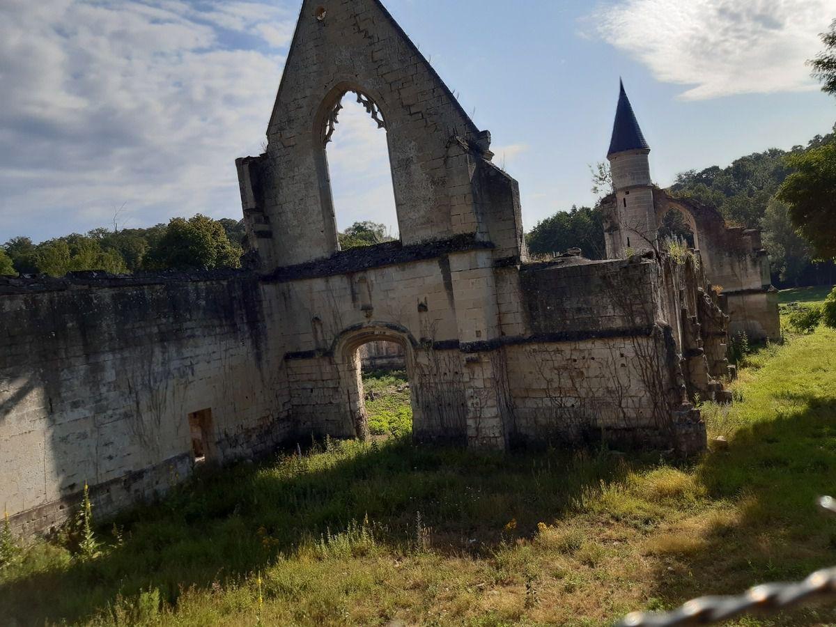 Ruine de l'abbaye Ste Croix