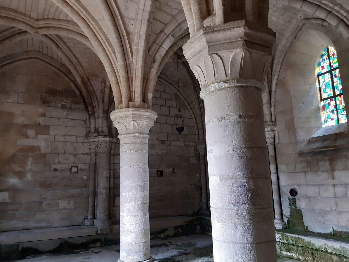 St Jean aux bois et son église  abbatiale  du 12 siècle