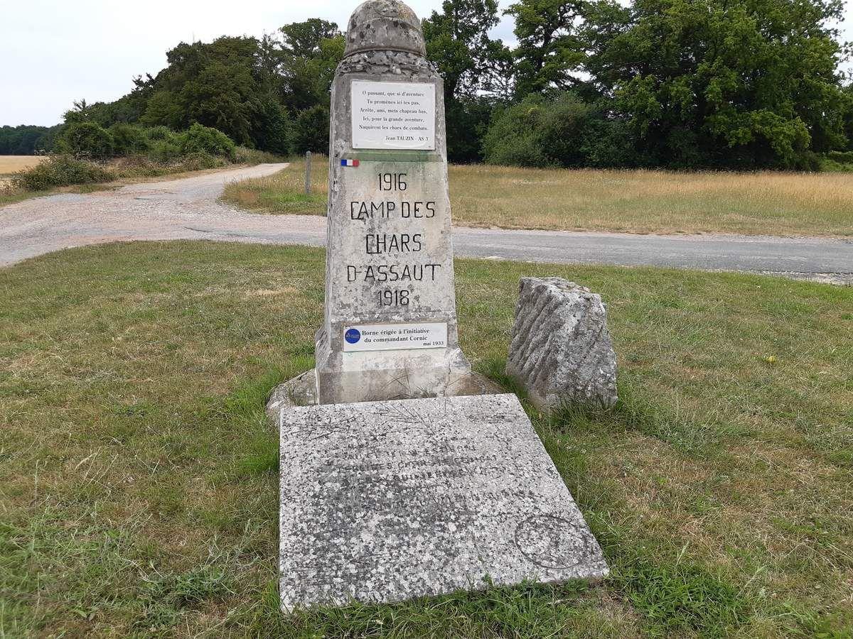 Monument sur le chemin