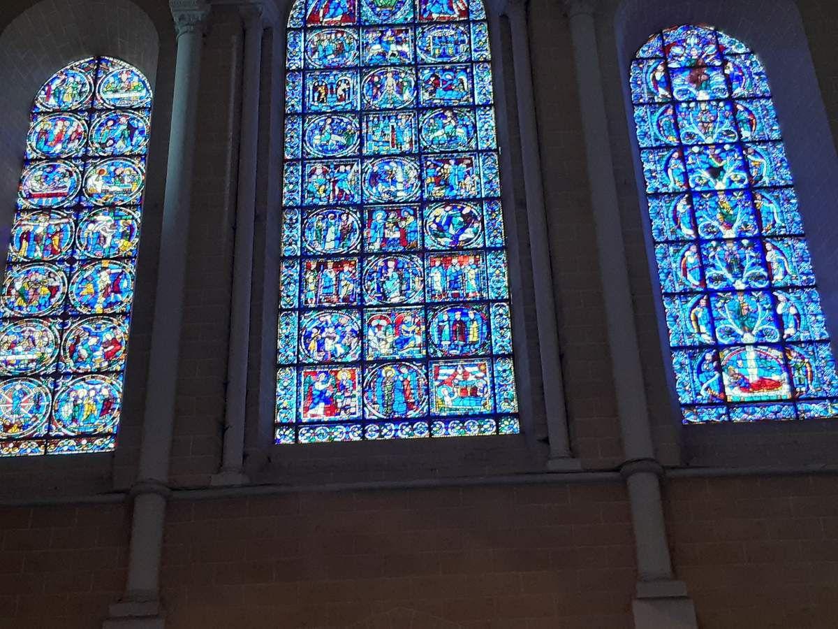 Les vitraux ,une petites parties,retrouvez dans les vitraux ,St Jacques