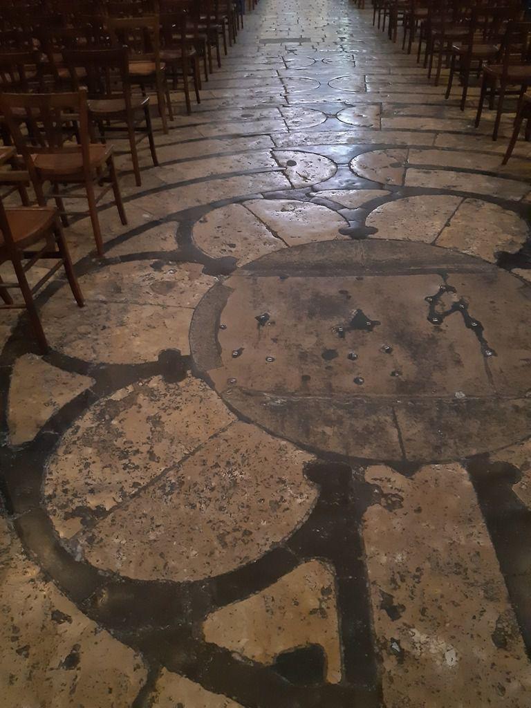 Le labyrinthe ( les chaises sont retirées  tous les vendredis