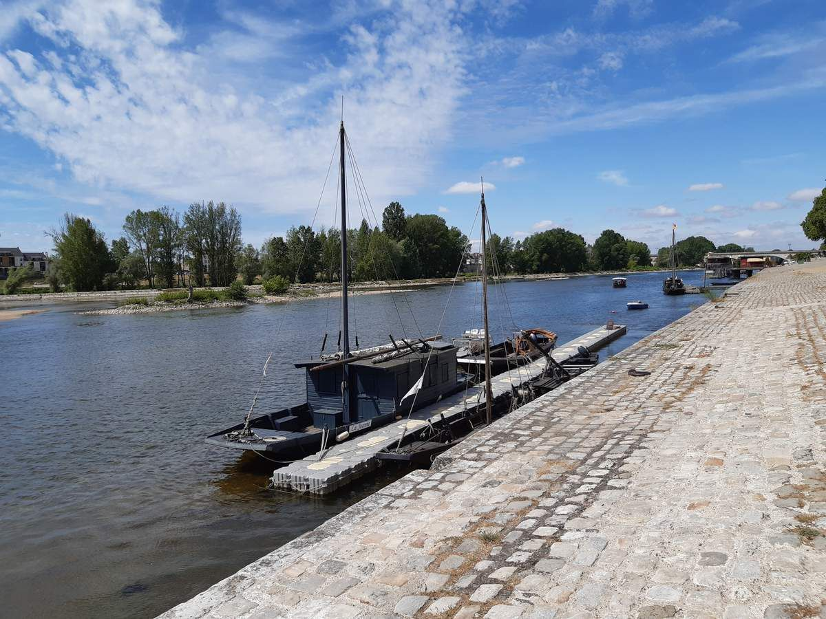 La Loire,avec barques à  fond plat