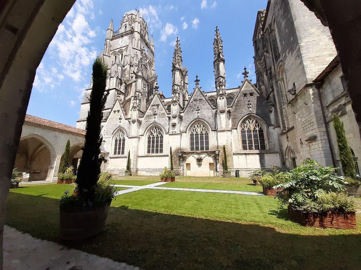 Saintes cathédrale  St Pierre
