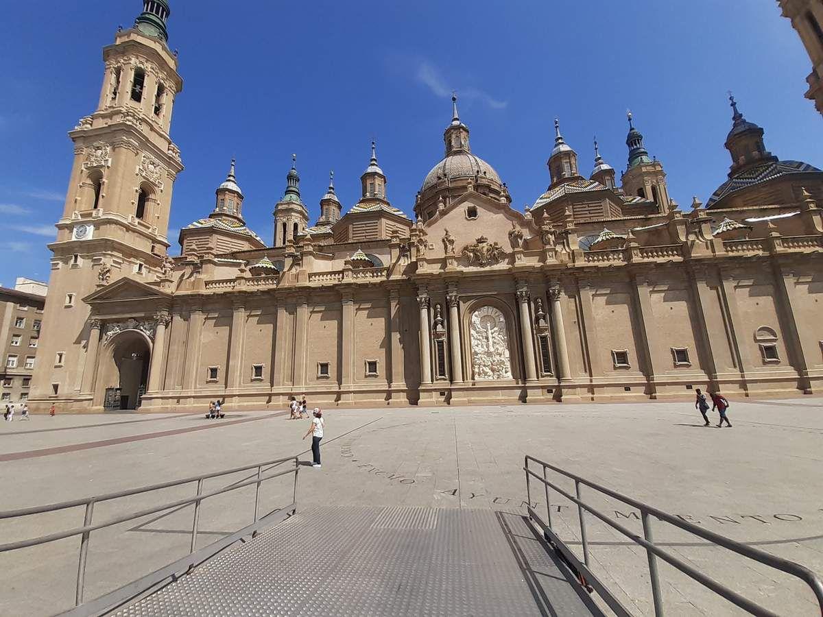 Quelques photos  de Saragosse,vous ne verrez pas de photos des intérieurs des églises  les photos étaient  interdites