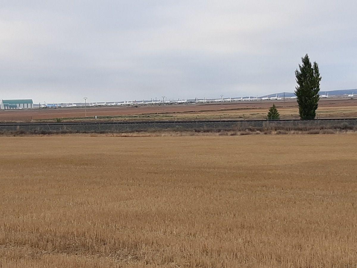La route ce matin ,et l'aéroport  de Teruel( regardez bien ,il manque quelque chose )