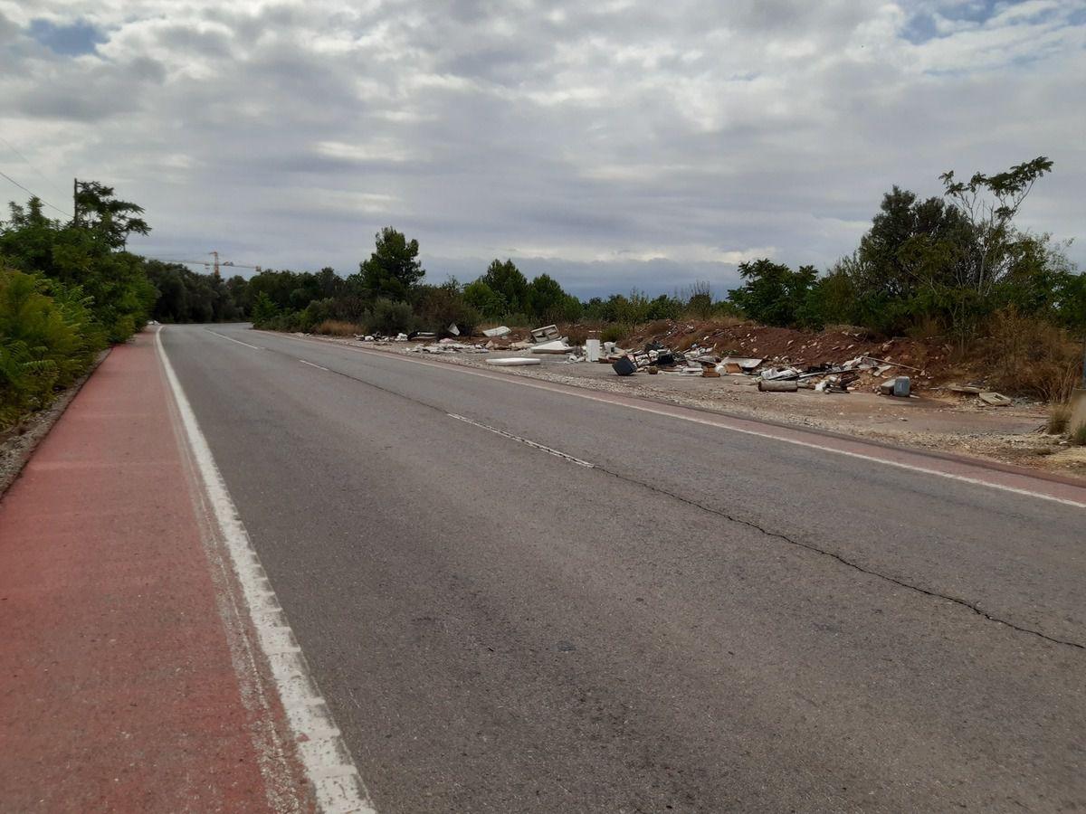 Il y a du souci à  ce faire ,et ce n'est pas les premiers dépôts  sauvages ,les routes sont jonchés  de déchets