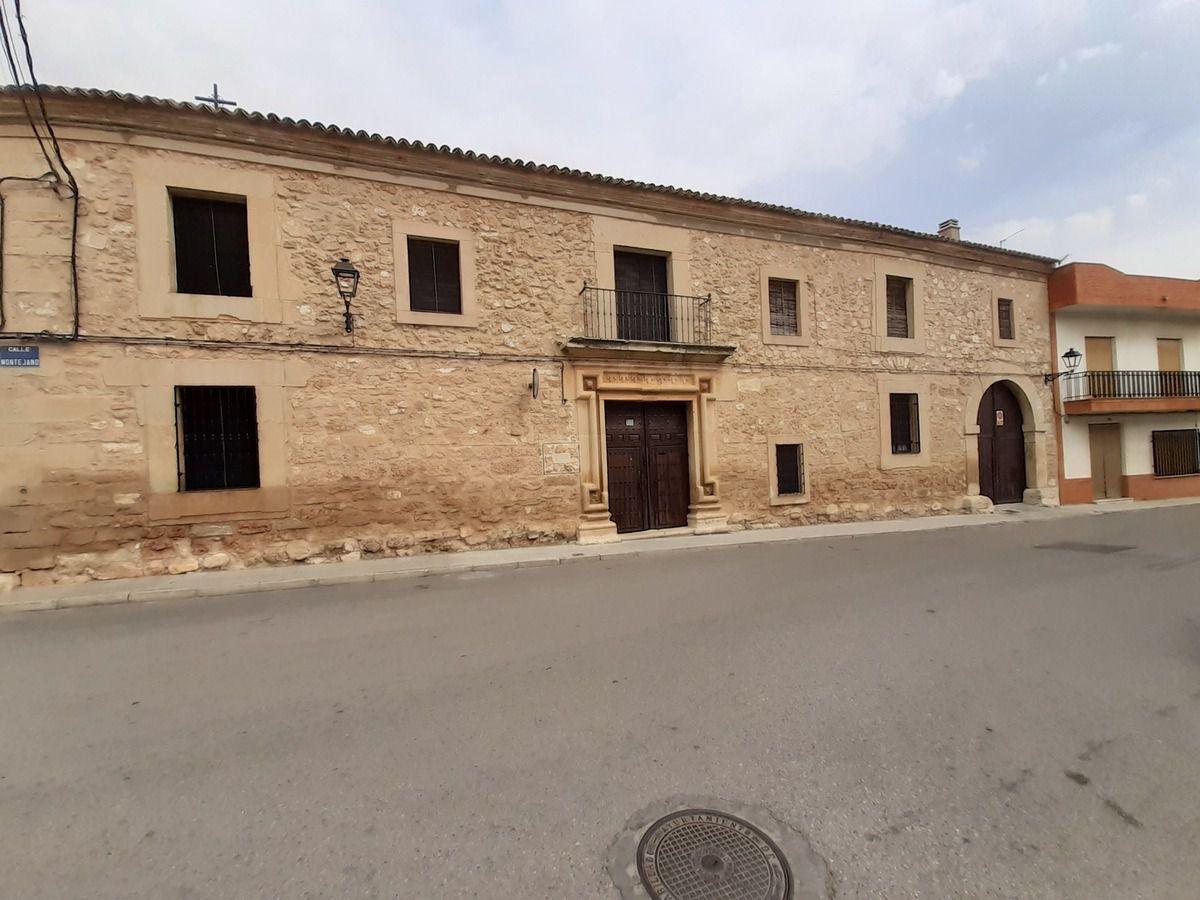 L'Albergue  L'entrée  pour les pèlerins  et l'entrée principale