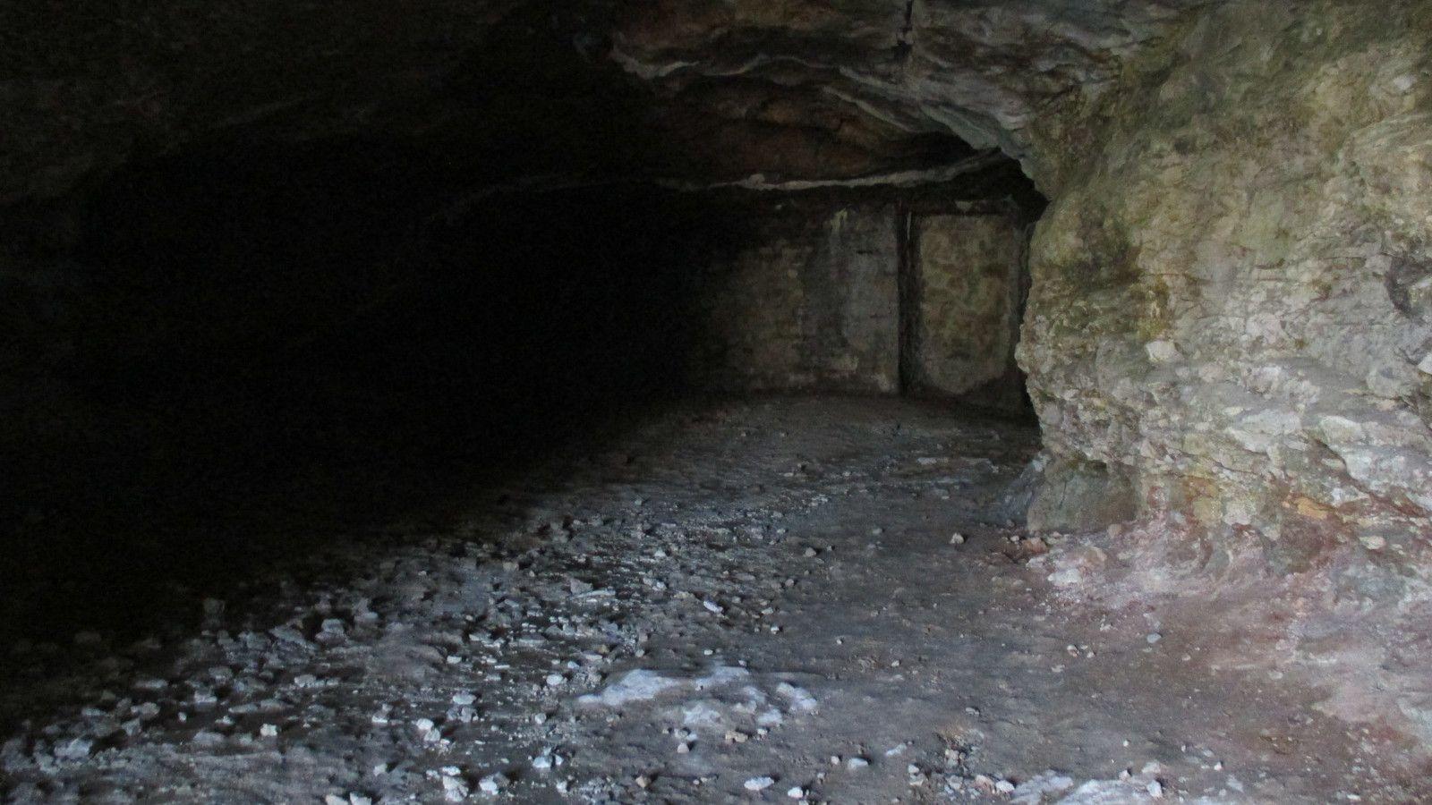 la voie Sarde,les grottes, le monument