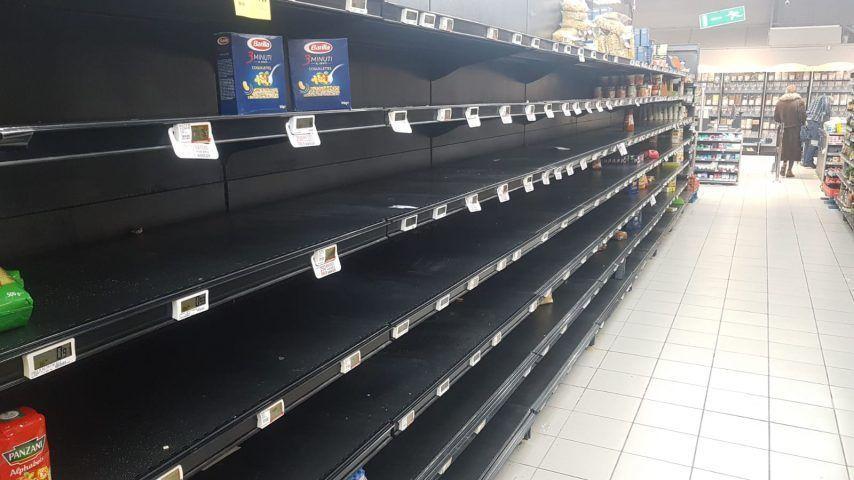 Rayons vides au supermarché