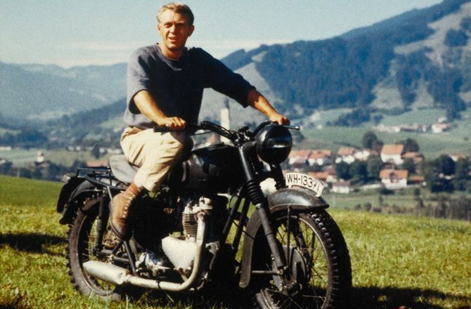 Pour célébrer les 50 ans d'Easy Rider, nos cinq scènes de cinéma préférées à moto: L'équipée sauvage; La grande évasion; Terminator 2; Matrix reloaded; Tron Legacy