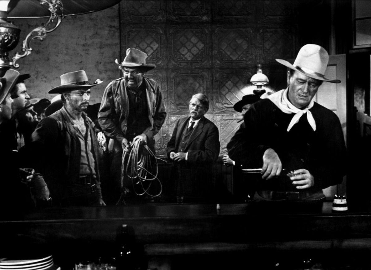 John Wayne boycotté par des étudiants américains pour des propos sur le suprémacisme blanc.Le géant de Hollywood mérite mieux en cinq westerns de légende: La charge héroïque; La prisonnière du désert; Rio bravo; Alamo; L'homme qui tua Liberty Valance.