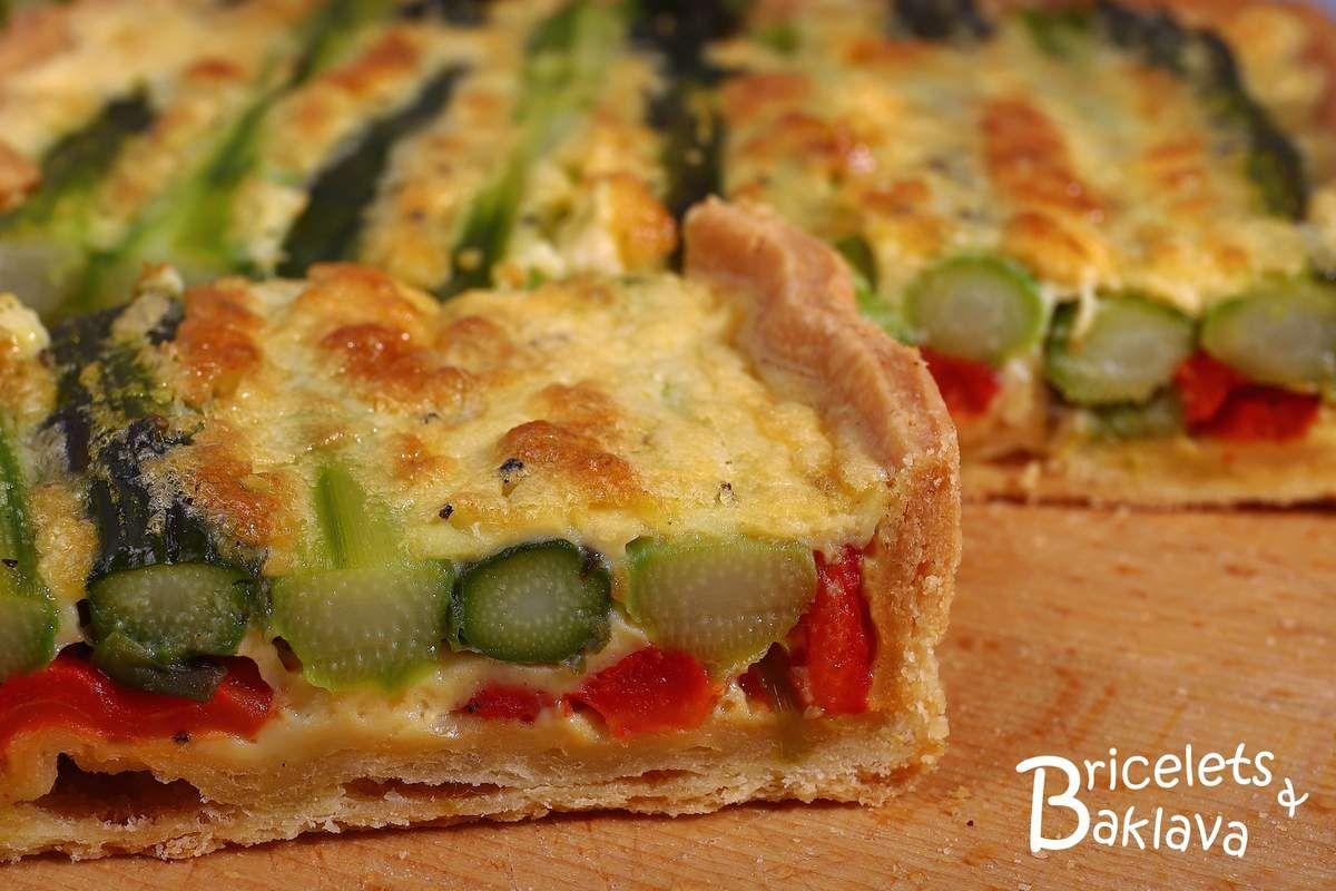 La tarte rouge aux asperges vertes
