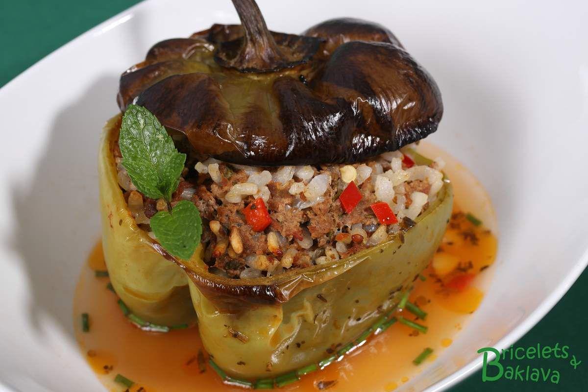 Dolmas de poivrons verts au bœuf et au riz