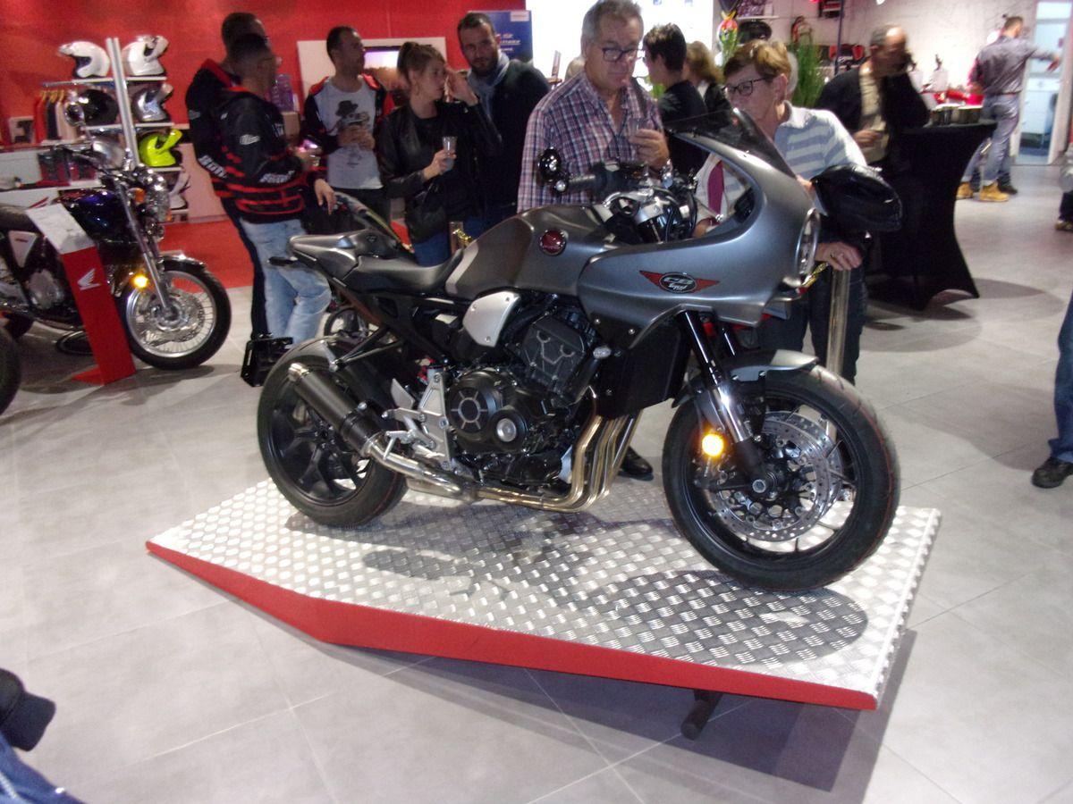inauguration prototype préparé par s2 concept sur base cb1000r de honda look café racer