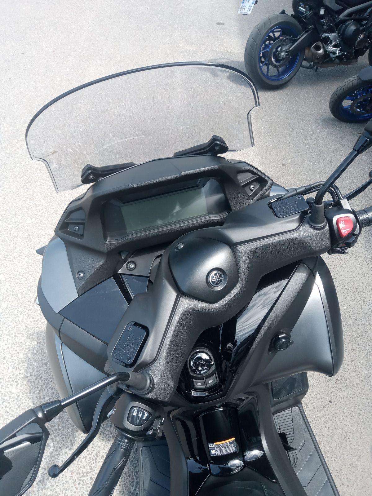 essai test du scooter 3 roues de chez yamaha le tricity 300