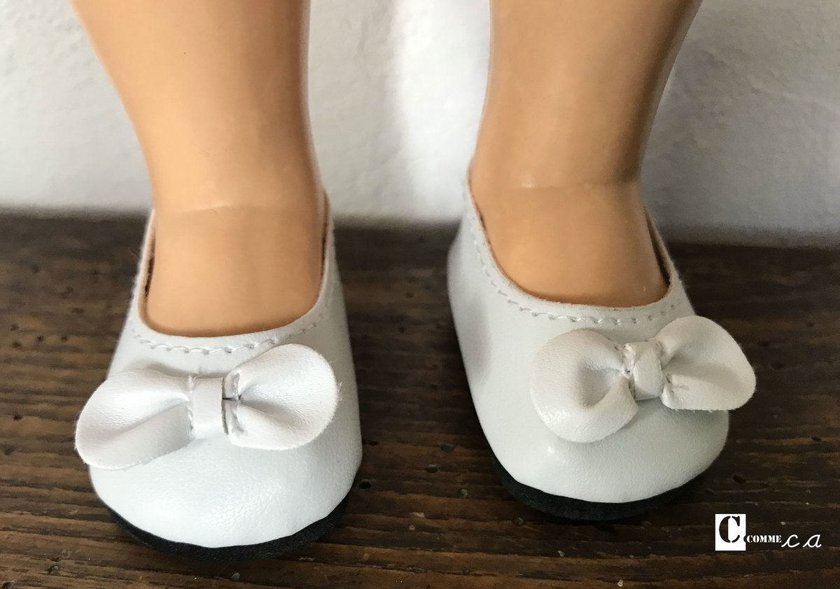 Les ballerines blanches à noeud
