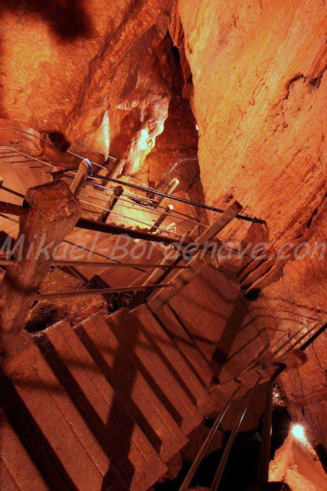 - Grotte de Dargilan