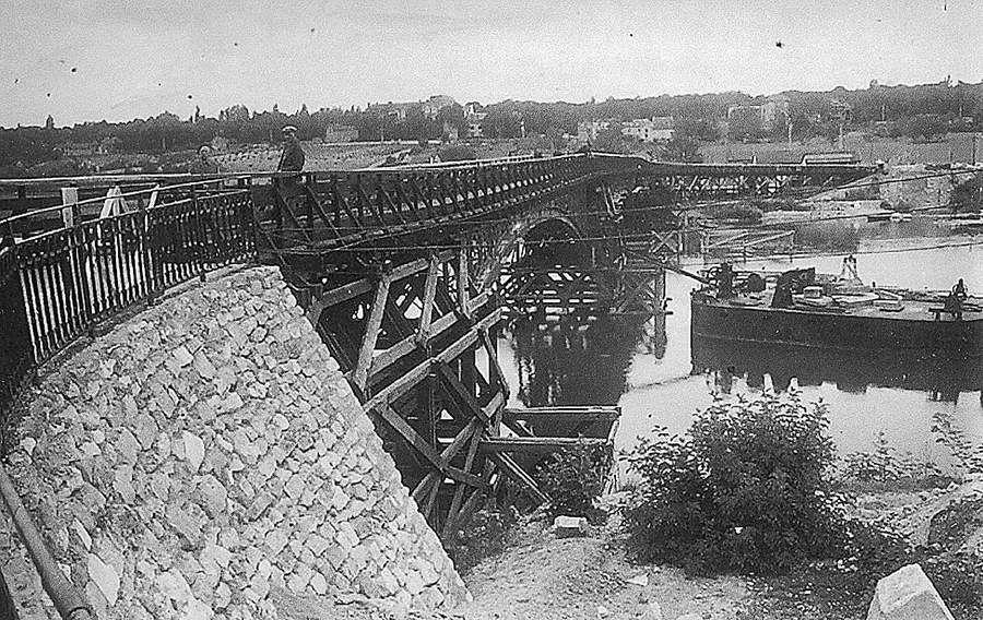 1940 - Passerelle de bois construite par les allemands
