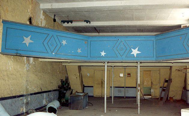 Le balcon dans l'Orangerie réaménagée en Salle des Fêtes © GRHL 1990