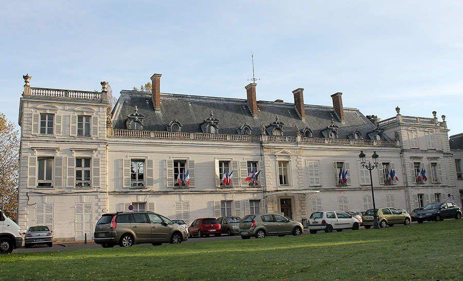 L'Hôtel de Ville de Ris-Orangis © Wikipédia