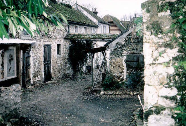 Vestige de la petite ferme du château de Trousseau, de nos jours © GRHL
