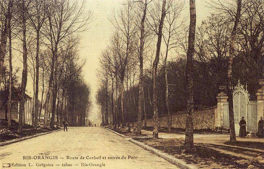 L'entrée du parc de Fromont donnant sur la Route nationale