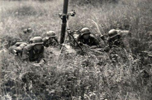 Un petit groupe d'Allemands reste embusqué sur la berge de la Seine, côté Draveil. Il y aura quelques échanges de coups de feu sans gravité.