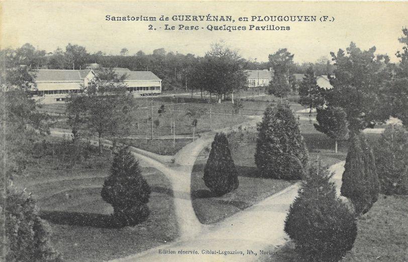©MLR - Collection particulière - Sanatorium de Guervénan en Plougouven - Le Parc - Quelques pavillons