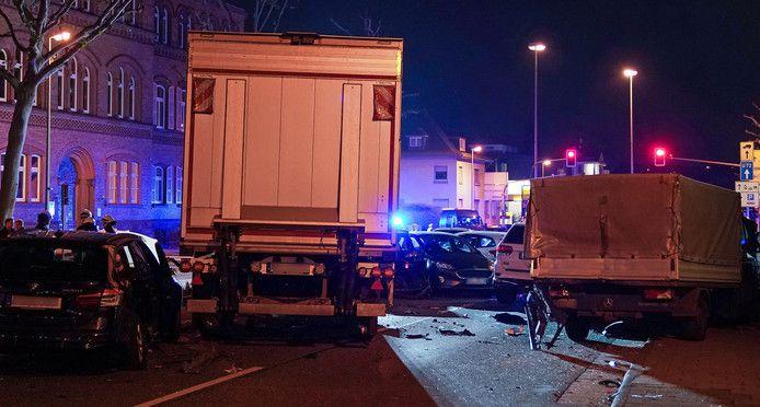 Allemagne : Un homme au volant d'un camion volé a percuté volontairement plusieurs voitures hier soir à Limburg faisant une dizaine de blessés