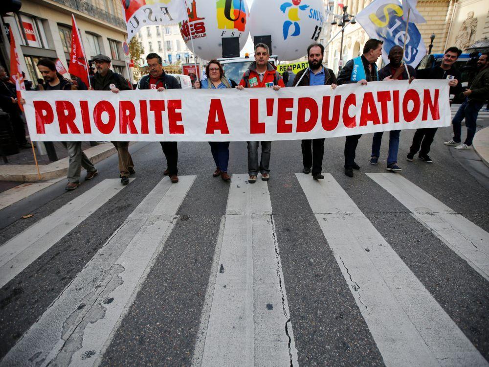Les syndicats annoncent1,5 million de manifestants en France selon la CGT et le gouvernement annonce 700.000 manifestants.