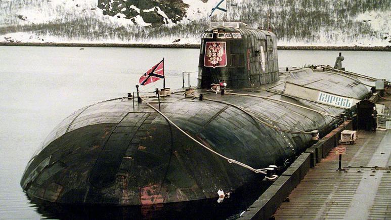 Le Koursk est un sous-marin de la marine russe qui a coulé avec ses 118 hommes d'équipage le 12 Aout 2000, lors d'un entrainement à grande échelle