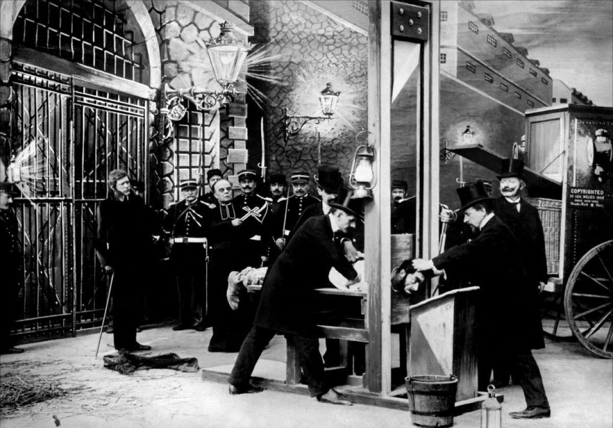 """Scène du film """"L'histoire d'un crime"""" (1906), de Georges Mélies. C'est la première scène, dans l'histoire du cinéma, à avoir été censurée par la police"""