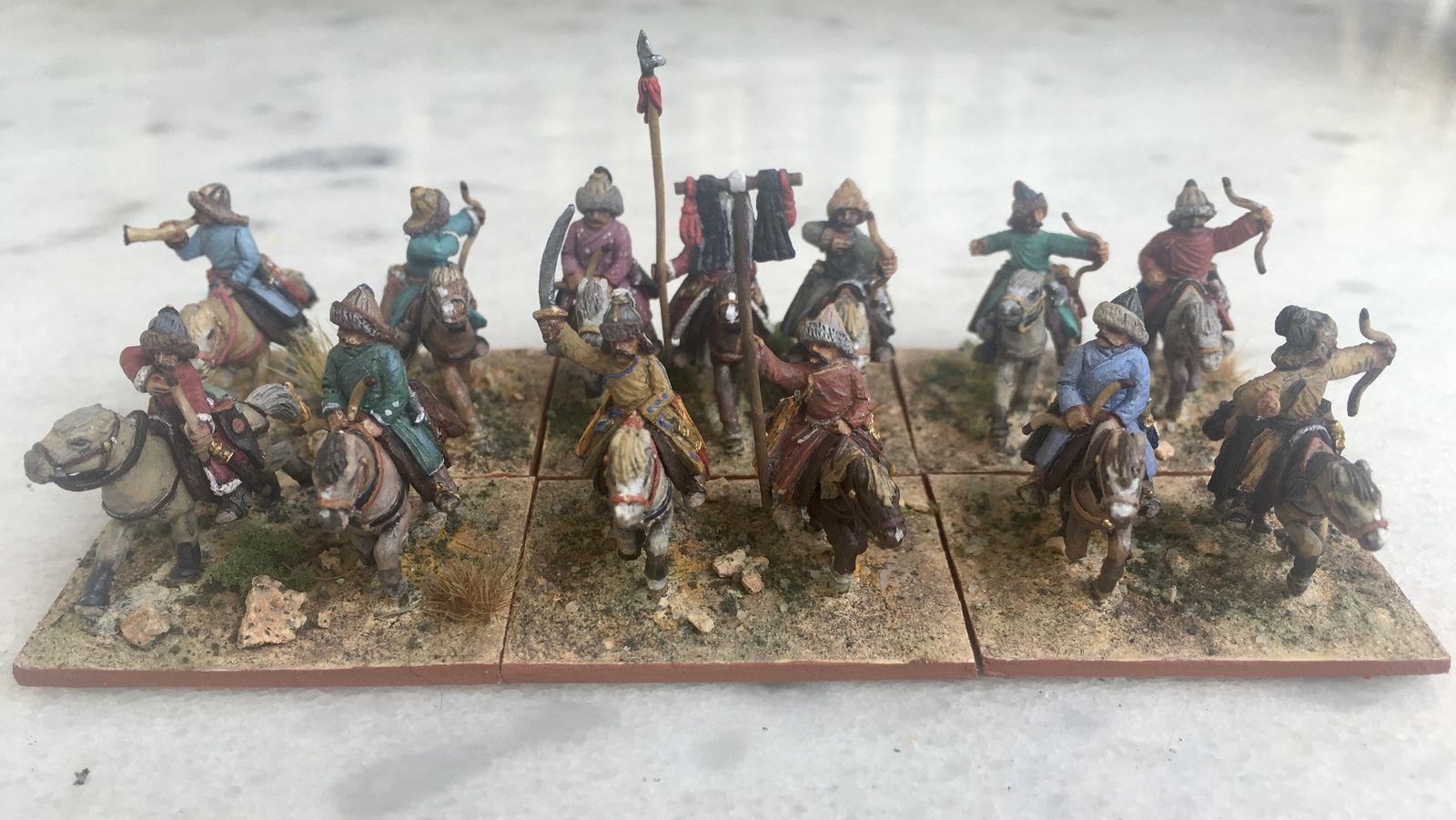 Général inclus dans une unité LH au milieu, suivi par une unité de cavalerie moyenne et des LH sur les flancs.