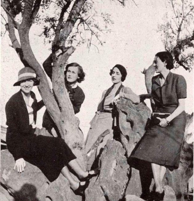 Madame Chiesa, Mrs Crosby, la Marquise de Jaucourt et Miss Peabody sur l'olivier de Platon ©Vogue1933