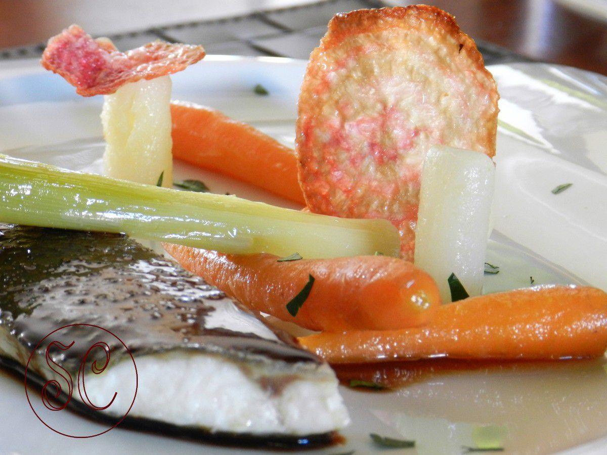 Bar de ligne laqué au soja,légumes glacés au jus ,chips de betterave Chiogga