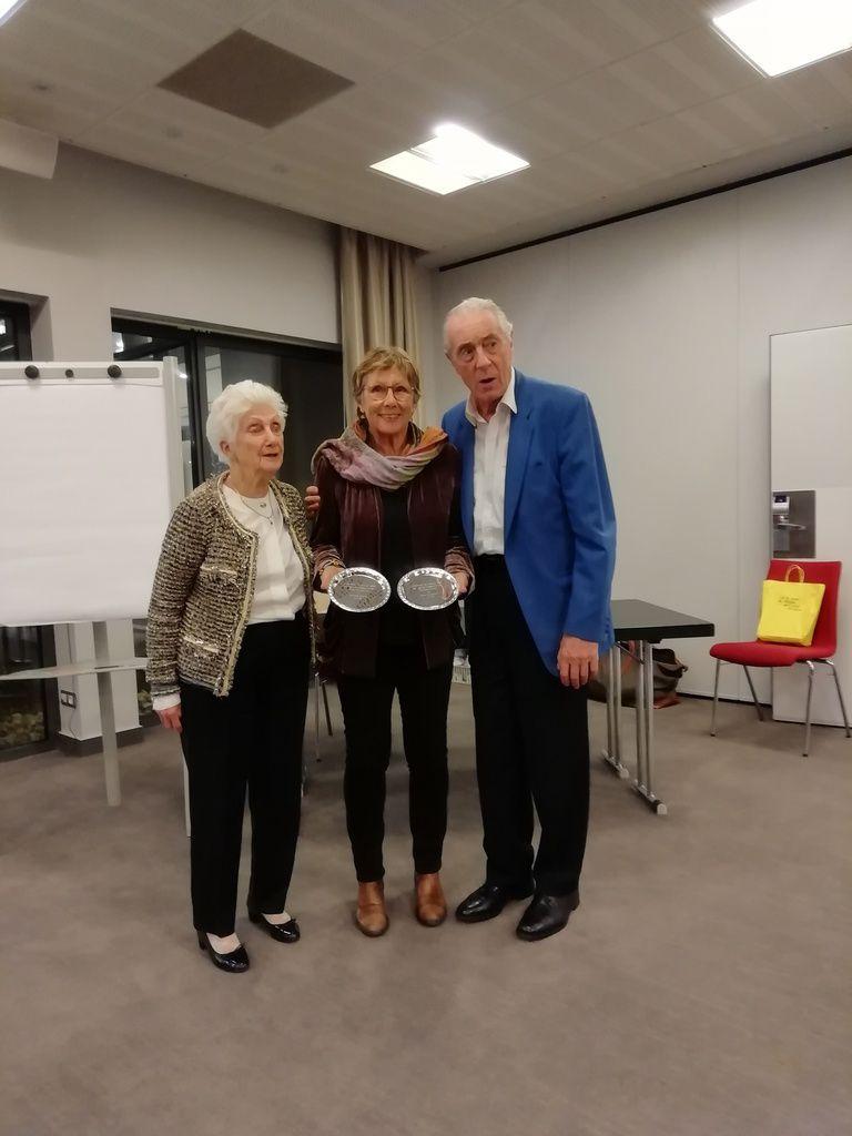 Denise et Yves avec Martine Hervet et les plateaux de Champions du monde pour son mari Jacques