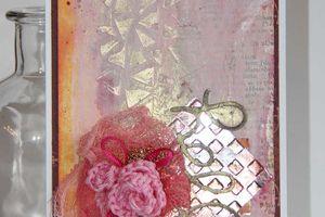Carte aux mini perles dorées et boutons de rose