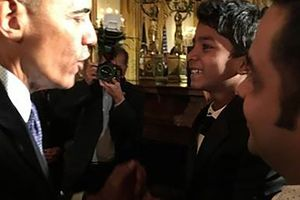 BARACK OBAMA PREMIER FAN DE LION !