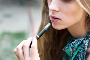 Du vapotage au tabagisme chez les jeunes ?