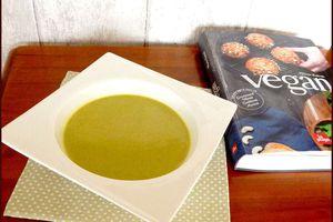 Soupe crémeuse au brocoli et curry