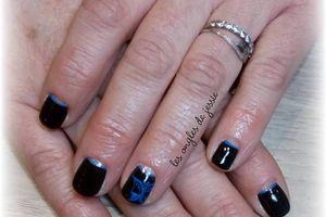 manucure noire nailart papillon bleu