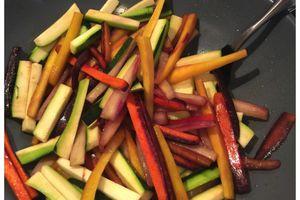 Carottes et courgettes au wok