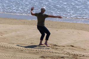Yoga sur la plage des Sables d'Olonne