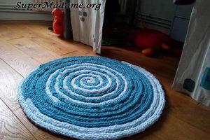 Tricote-moi ce tapis avec les doigts !