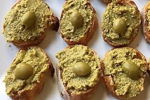 Green tapenade on toast (perfect for hanami season!)